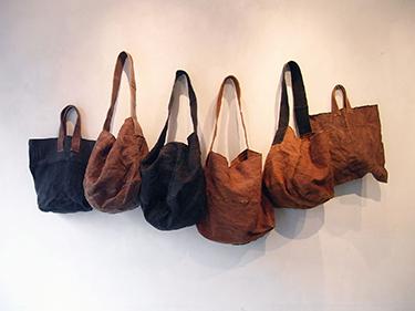 [Tomizawa Kyoko] Handbags dyed with persimmon tannin