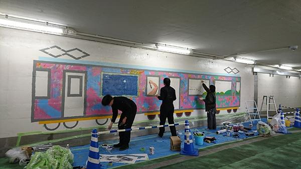 写真:電車でつなぐ西地下道アート化プロジェクト