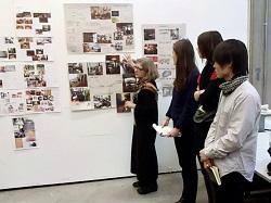写真:家具デザイン課題のテーマプレゼンテーション