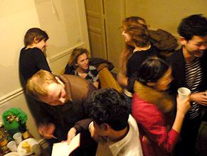 写真:佐々木慶一 仲間たちと僕らの自宅でフェット(パーティー)