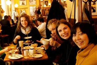 写真:山崎祐希 同じスタジオの友達と(筆者左)