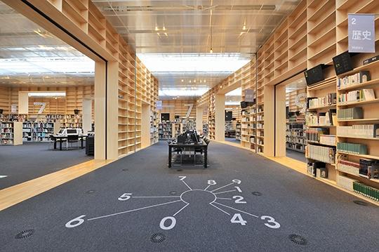 武蔵野美術大学図書館・館内