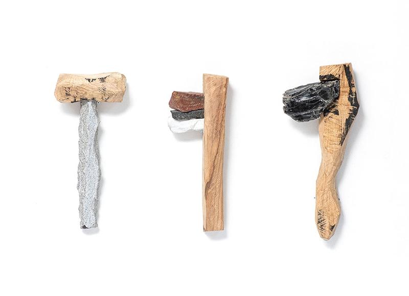 「石斧をモチーフにした石斧の彫刻」展